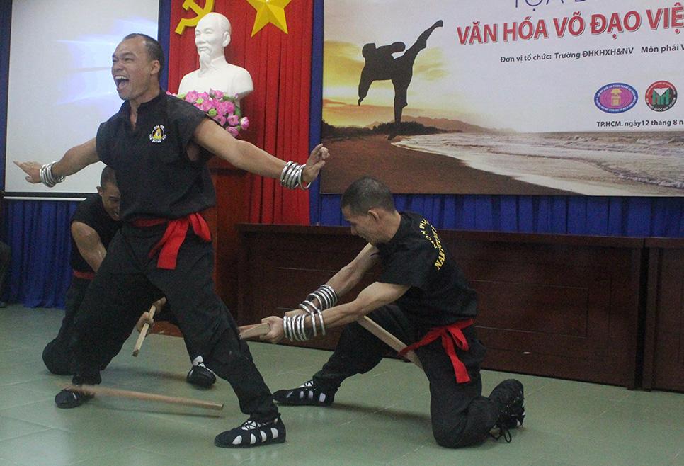 Nam Huỳnh Đạo Biểu Diễn Võ Công tại Tọa Đàm 01
