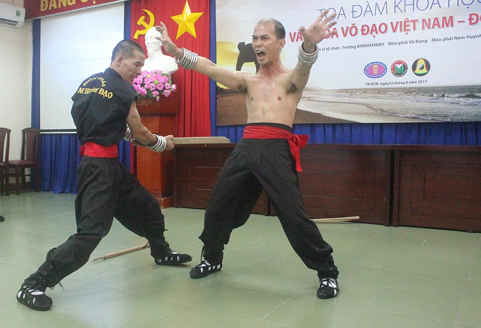 Nam Huỳnh Đạo Biểu Diễn Võ Công tại Tọa Đàm